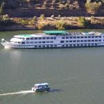 Verschiedene Schiffe auf dem Douro, das ist die Mosel XXL