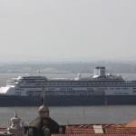 klein_4 Kreuzfahrtschiff auf dem Tejo_303