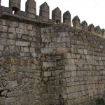 Ab hier sieht man die von Reitern bewachte Stadtmauer ( Graswuchs ) von 3m Breite